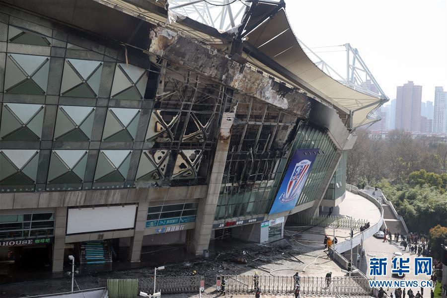 (突發事件)(1)上海虹口足球場起火 火勢被撲滅無人受傷