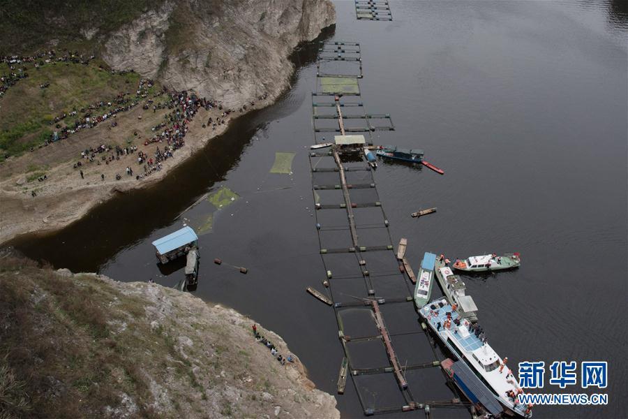 (突發事件)(2)貴州一客車翻車墜河 已造成10人死亡