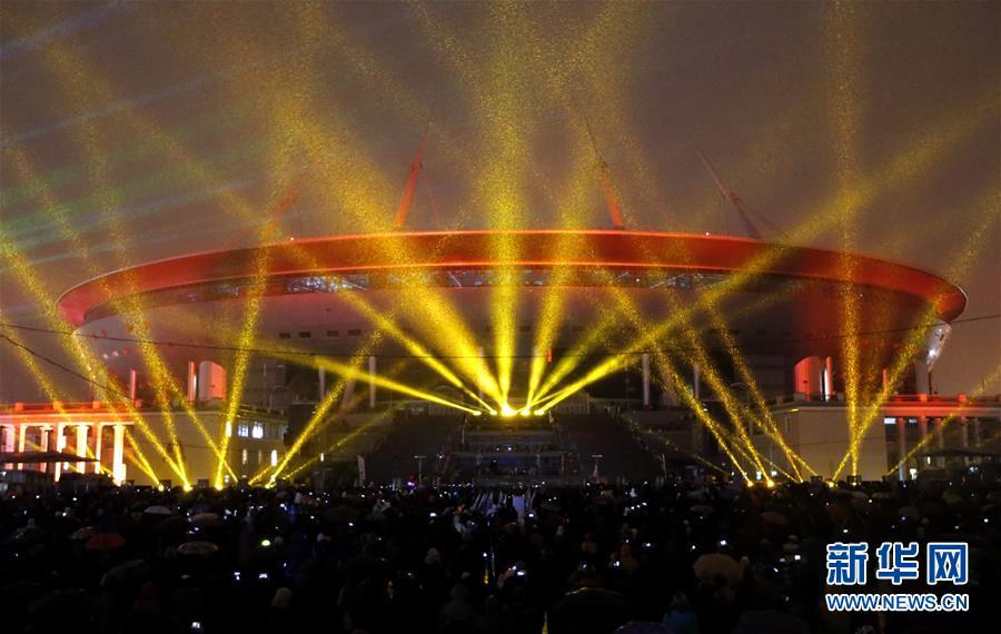 [1](外代二線)聖彼得堡體育場上演燈光秀