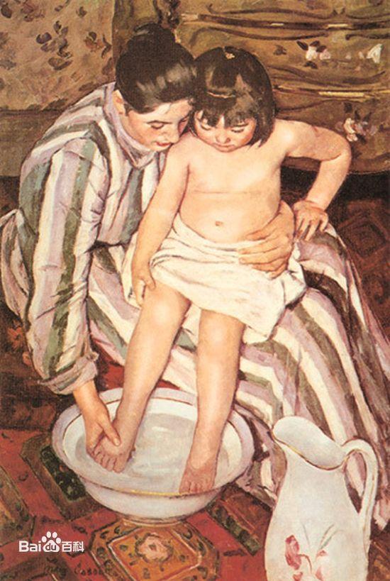 卡薩特善于描繪女人,尤其是母子關係的作品。《洗澡》這幅作品,畫家將孩子與母親的身子和手臂拉得很長,讓其在畫面上伸展開來。並運用俯瞰的方法,使背景色彩的分布劃分為上下兩部分,花紋墻紙的赭色與地面地毯圖案的紅棕色,通過母親的條紋服裝銜接起來,使色調在表現情緒中融為一體。畫家運用這種形式、色彩的目的,是刻畫母女之愛,特別是著力于刻畫女孩的可愛、母親親昵的動作,從而加深對母愛主題的烘托。