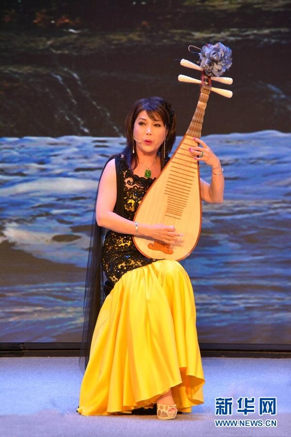广东音乐曲艺团艺术家陈玲玉表演琵琶弹唱《琵琶壮烈歌》.