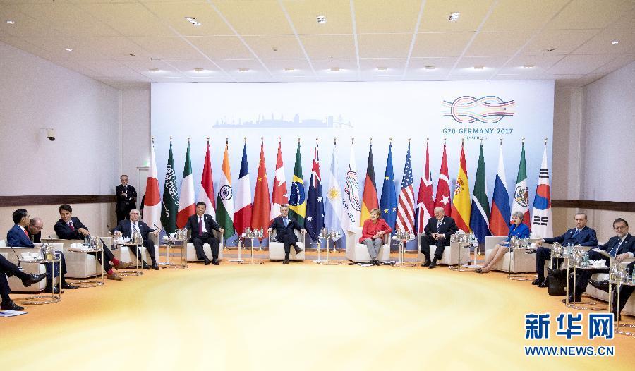 7月7日,二十國集團領導人第十二次峰會在德國漢堡舉行。國家主席習近平出席並發表題為《堅持開放包容 推動聯動增長》的重要講話。這是峰會前,習近平出席二十國集團峰會領導人座談會。新華社記者 李學仁 攝