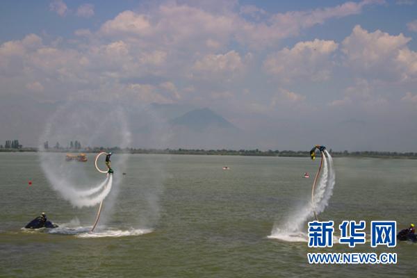 开幕式后进行了水上飞机,水上飞人,极速帆板,水上芭蕾等10多项水上