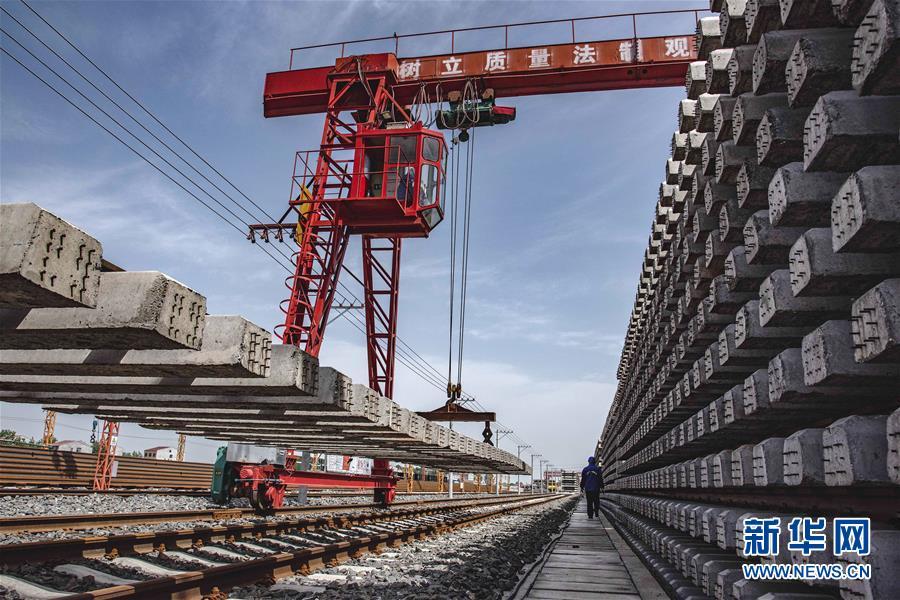 (經濟)(1)加緊制造蒙華鐵路軌排