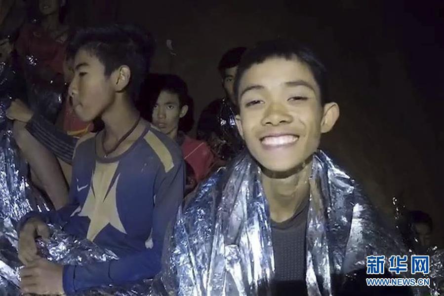 (國際)(2)洞穴數日 泰國少年足球隊員挺住了