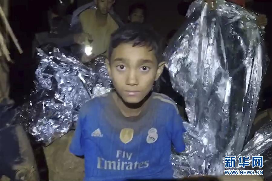 (國際)(3)洞穴數日 泰國少年足球隊員挺住了