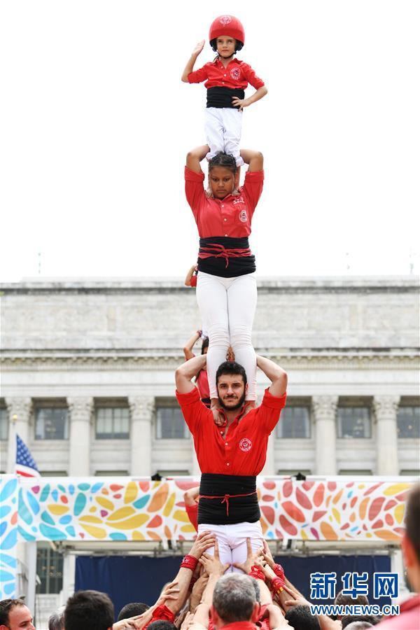 (國際)(1)華盛頓民俗節上演疊羅漢