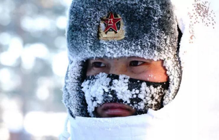 2018年2月5日,駐守在漠河縣北極村的北部戰區陸軍某部官兵在執勤(來源:新華社)