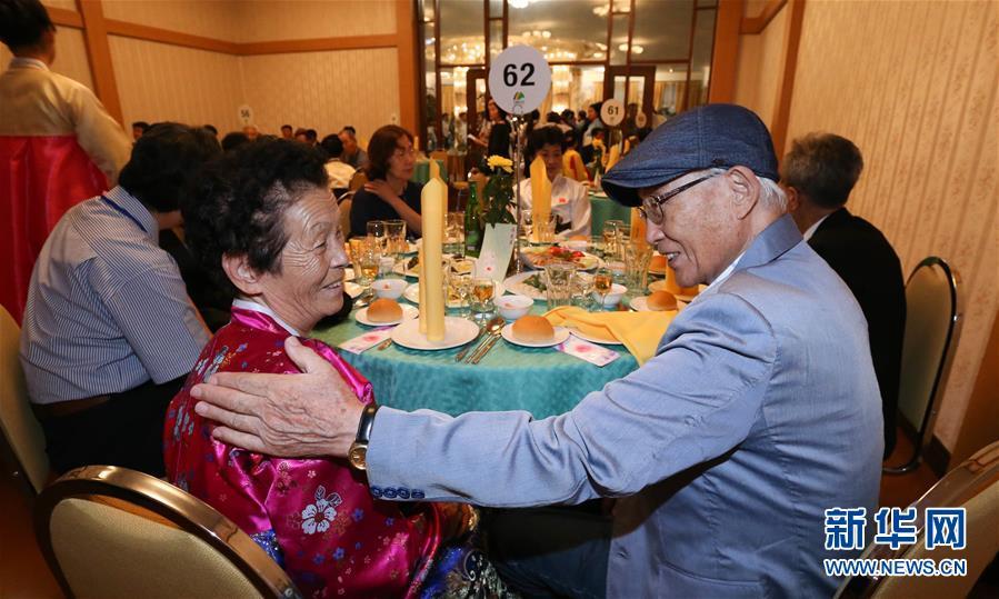 (國際)(2)朝韓離散家屬在朝鮮金剛山共進晚餐