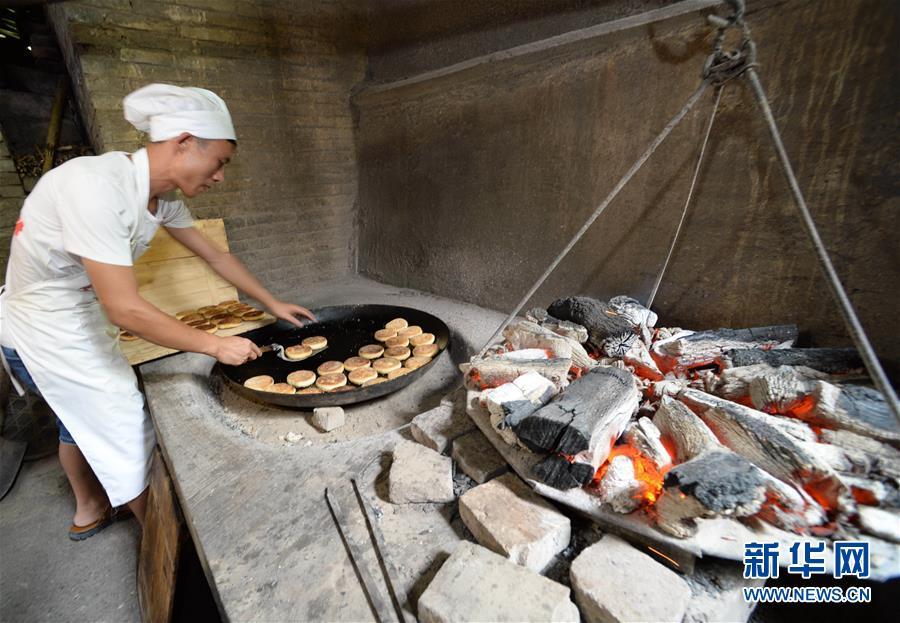 (XHDW)(2)貴州榕江:炭烤麻餅香四方