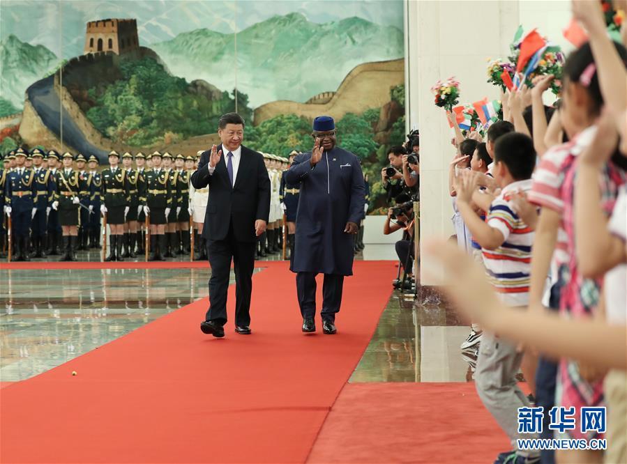 (中非合作論壇)(2)習近平同塞拉利昂總統比奧舉行會談