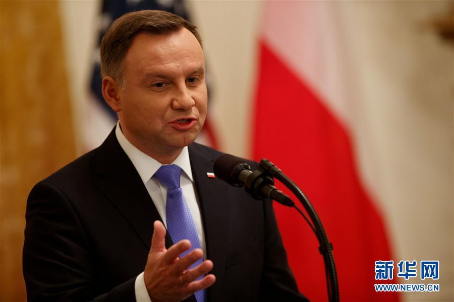 """(國際)(2)特朗普稱會""""認真考慮""""在波蘭設立美軍永久基地的提議"""