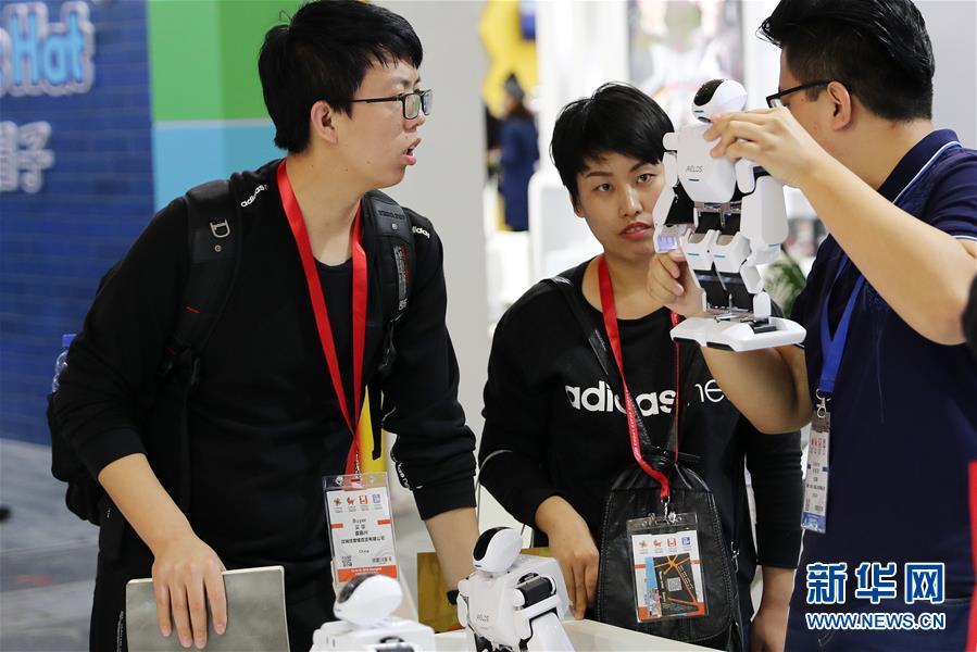 (經濟)(1)2018中國嬰童展在滬開幕