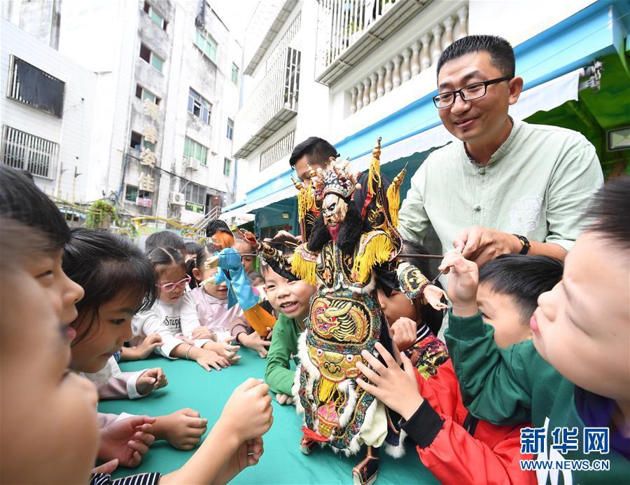 (文化)(1)陈银龙:铁枝木偶传承人