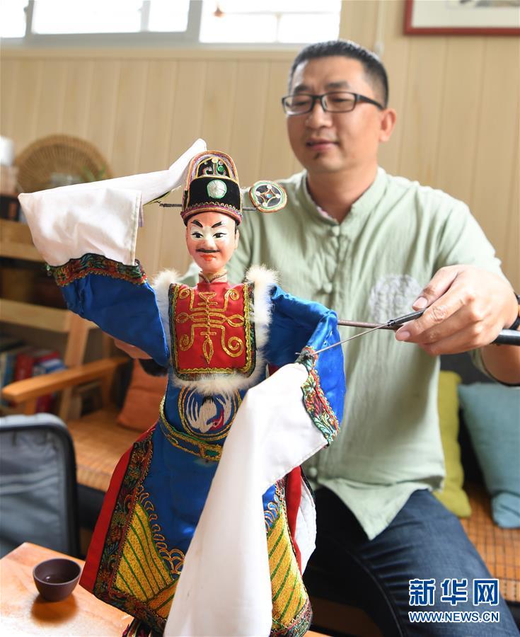 (文化)(2)陈银龙:铁枝木偶传承人