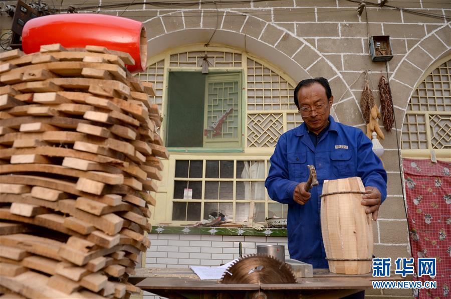 (圖片故事)(2)腰鼓之鄉的手工制鼓師