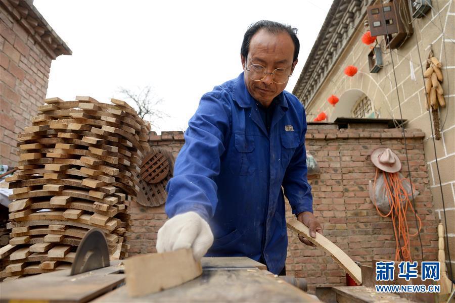 (圖片故事)(7)腰鼓之鄉的手工制鼓師