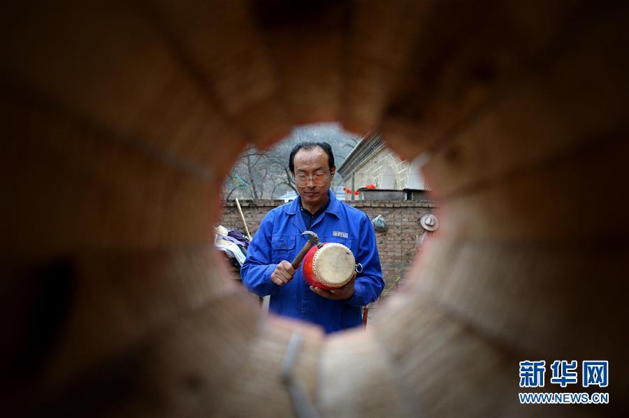 (圖片故事)(8)腰鼓之鄉的手工制鼓師