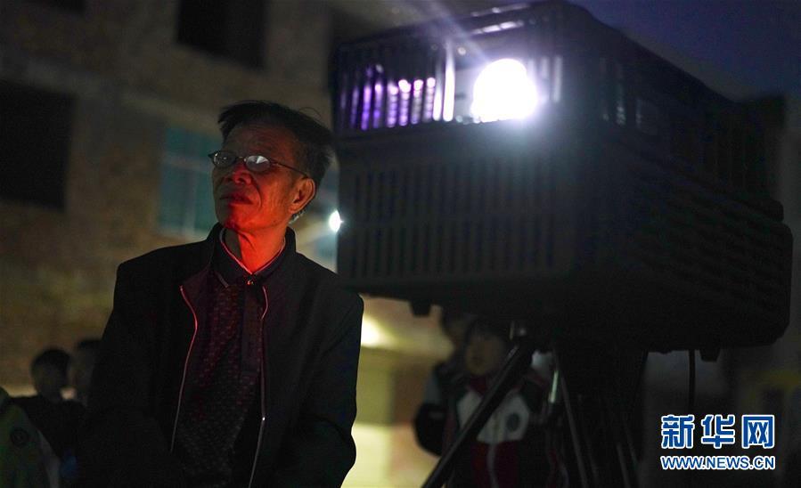 """(鏡觀中國·新華社國內照片一周精選)(13)老曾的""""光影世界"""""""
