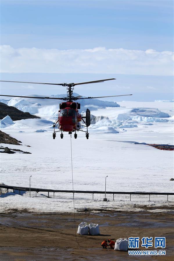 """(""""雪龍""""探南極·圖文互動)(1)中國第35次南極科考完成第一階段物資卸運"""