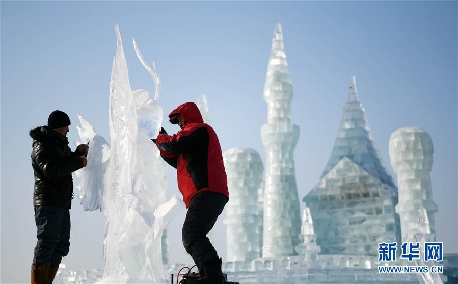 """(文化)(1)世界冰雕好手盡展""""嚴寒""""之美"""