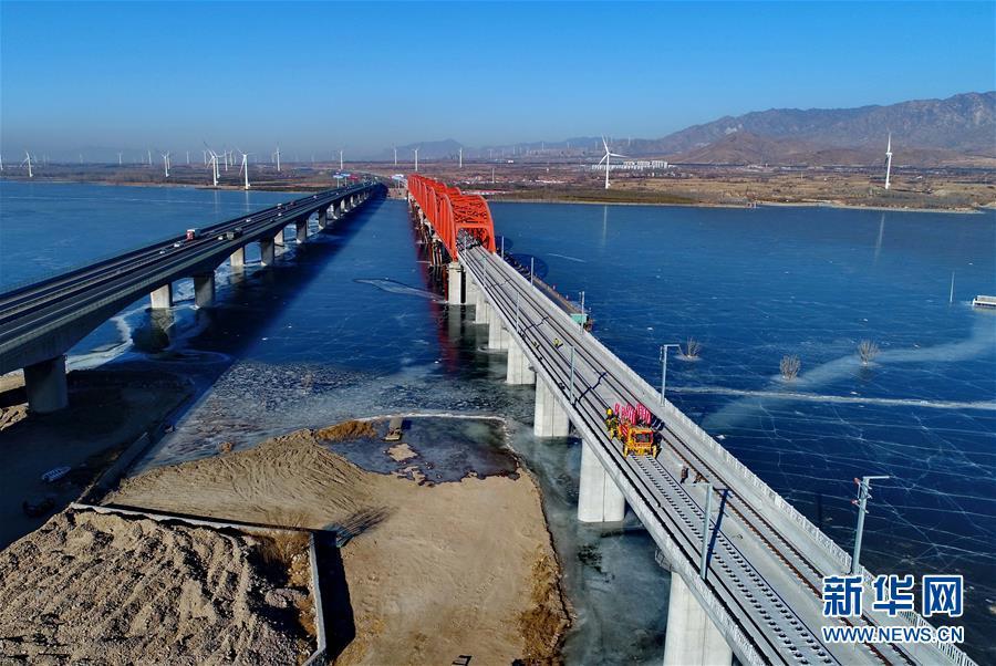 (經濟)(1)京張高鐵官廳水庫特大橋鋪軌