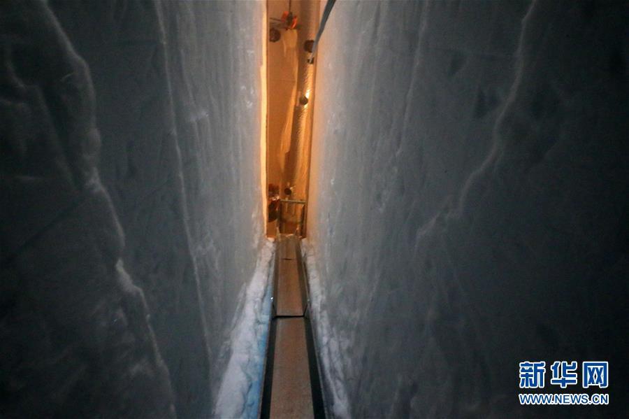 """(""""雪龍""""探南極·圖文互動)(5)通訊:南極冰蓋之巔深冰芯房探秘"""