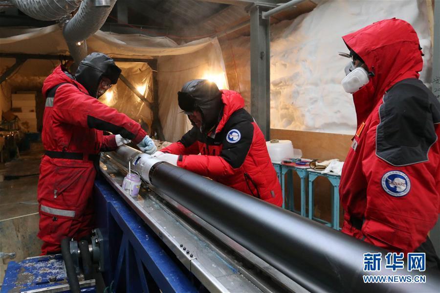 """(""""雪龍""""探南極·圖文互動)(6)通訊:南極冰蓋之巔深冰芯房探秘"""