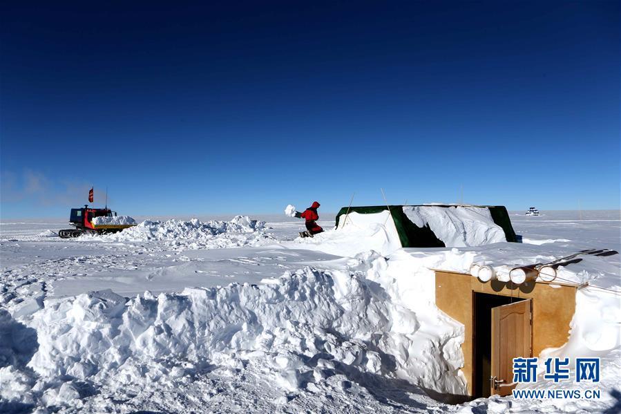 """(""""雪龍""""探南極·圖文互動)(7)通訊:南極冰蓋之巔深冰芯房探秘"""