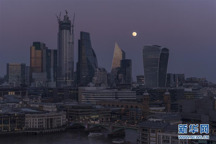 (國際)(6)今夜明珠色 當隨滿月開