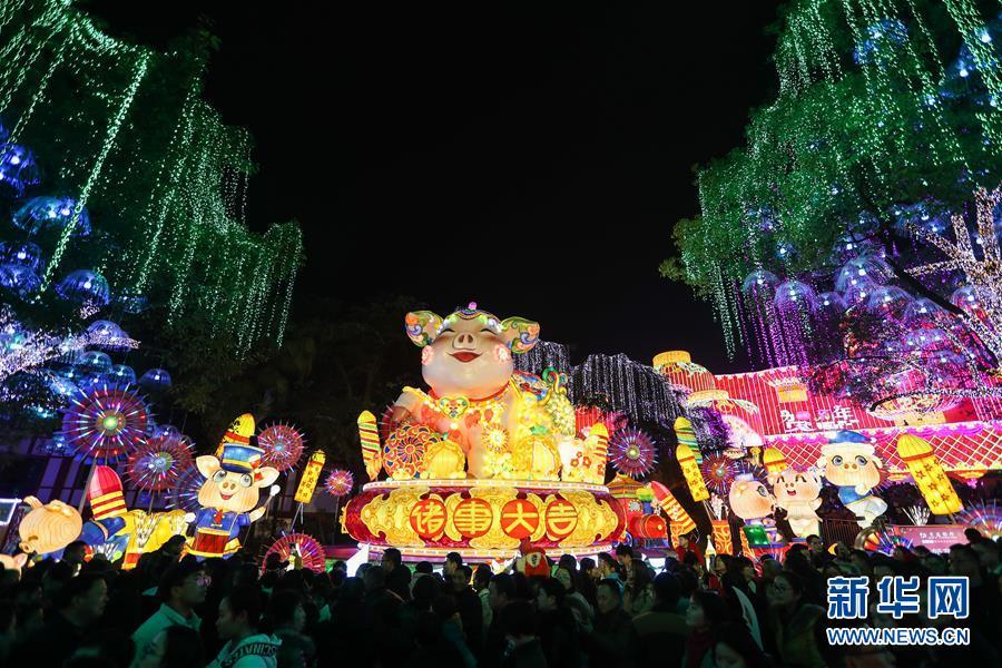 (社會)(1)四川自貢國際恐龍燈會亮燈