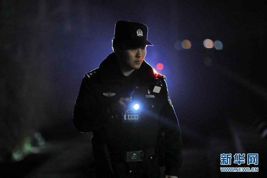 (關注春運)(3)深夜巡查確保春運安全