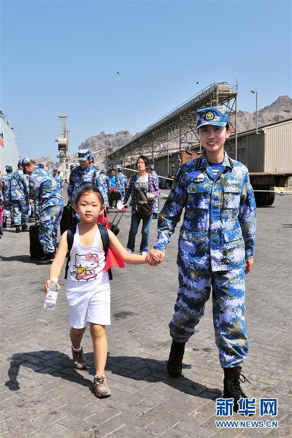 (人民海軍70年·新華全媒頭條·圖文互動)(13)向著深藍出發——獻給人民海軍成立70周年