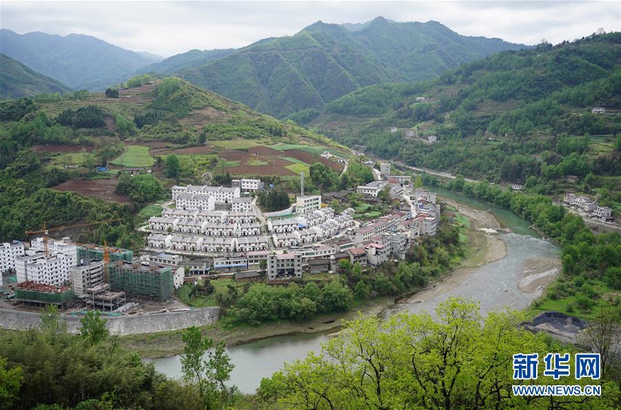 """(走基层 听民声·图文互动)(1)电商扶贫 让陕西山区农业拥抱""""蓝海"""""""