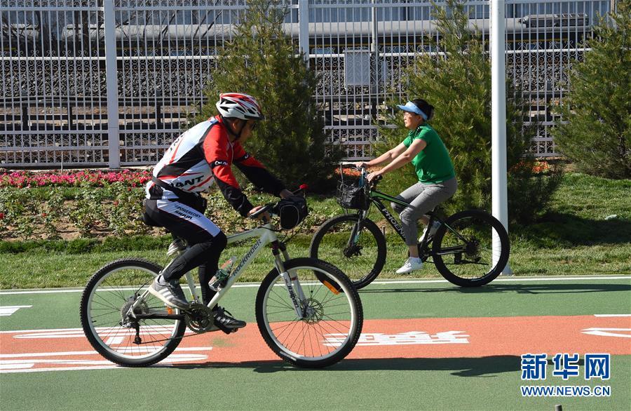 (社會)(4)北京首條自行車專用路開通