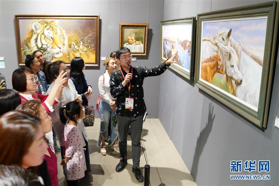 """(文化)(1)國際油畫展""""添彩""""中俄博覽會"""