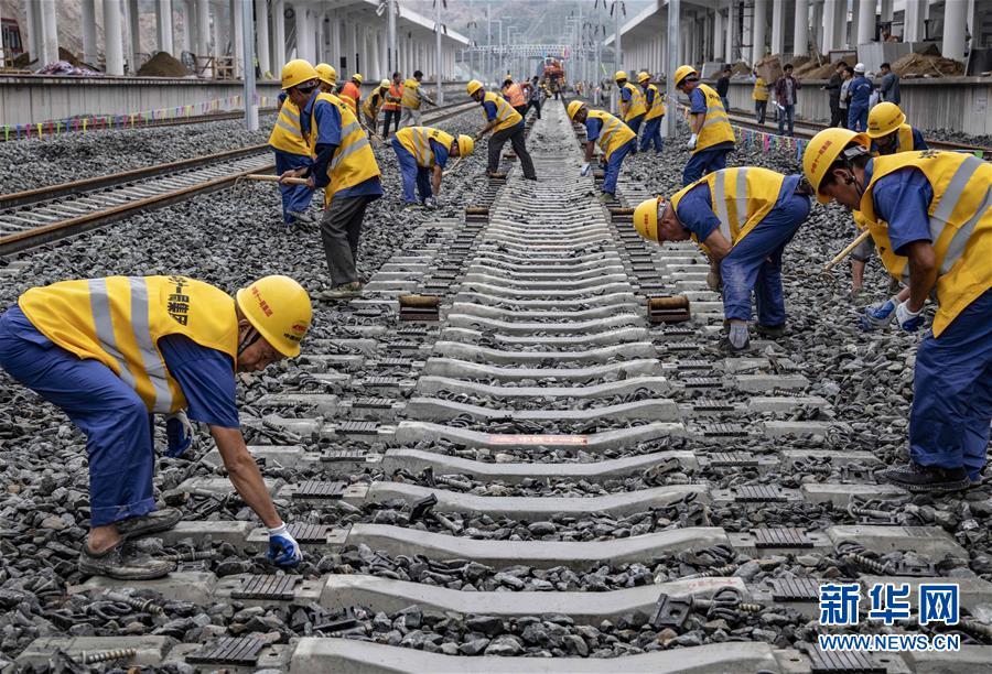 (經濟)(1)漢十高鐵完成鋪軌
