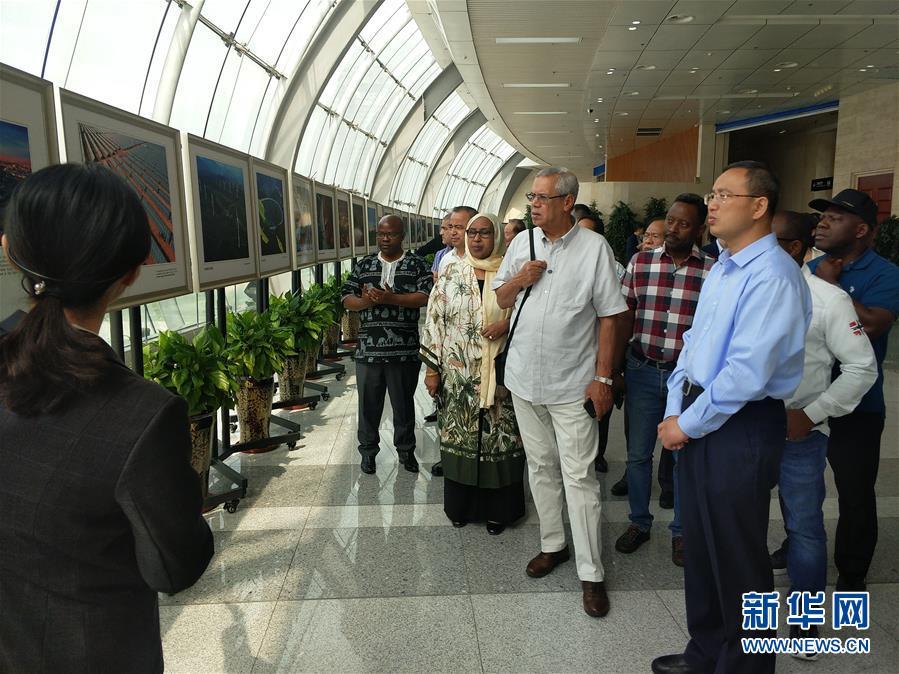 (圖文互動)(4)多國駐日內瓦外交官走訪新疆稱讚經濟發展社會和諧