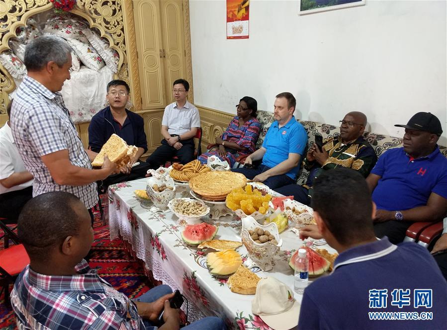 (圖文互動)(5)多國駐日內瓦外交官走訪新疆稱讚經濟發展社會和諧