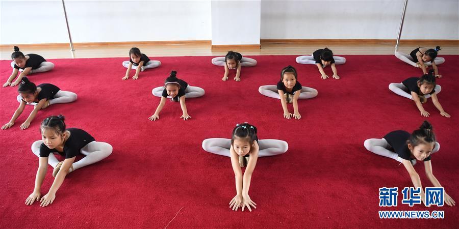 (社會)(1)廣西欽州:學芭蕾 度暑假
