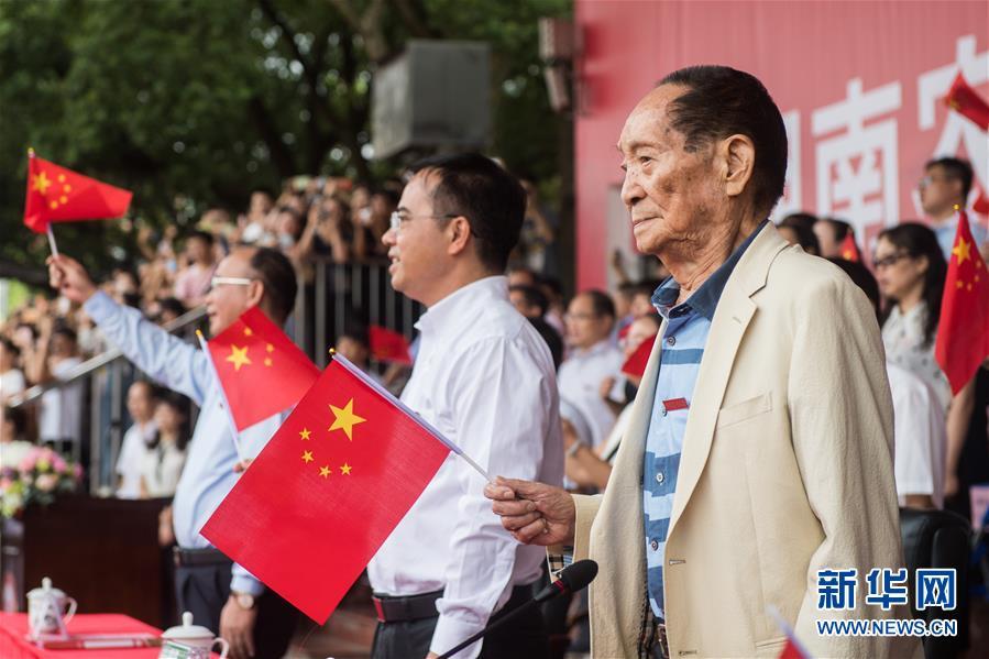 (壯麗70年·奮鬥新時代——共和國榮光·圖文互動)(3)袁隆平:把對祖國的熱忱結成飽滿的稻穗