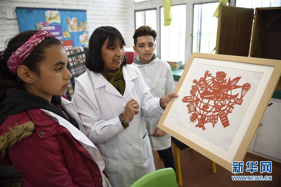"""(國際·圖文互動)(1)通訊:在烏拉圭,有一所小學以""""中國""""命名"""