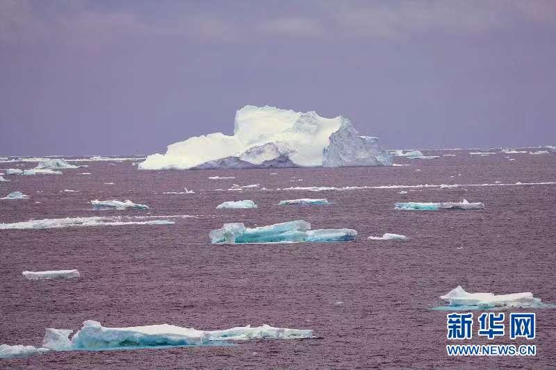 """(""""雪龍""""探南極·圖文互動)(3)""""雪龍2""""號首次在南大洋浮冰區航行"""