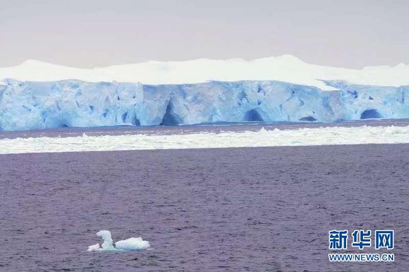 """(""""雪龍""""探南極·圖文互動)(4)""""雪龍2""""號首次在南大洋浮冰區航行"""