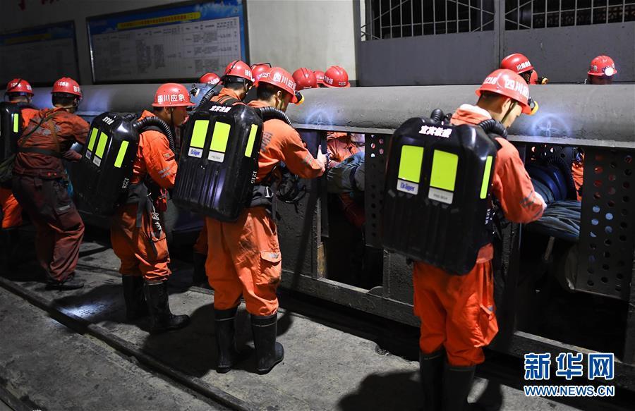 (突發事件後續)(6)四川杉木樹煤礦透水事故:13名礦工被困地下313米80多小時後奇跡生還