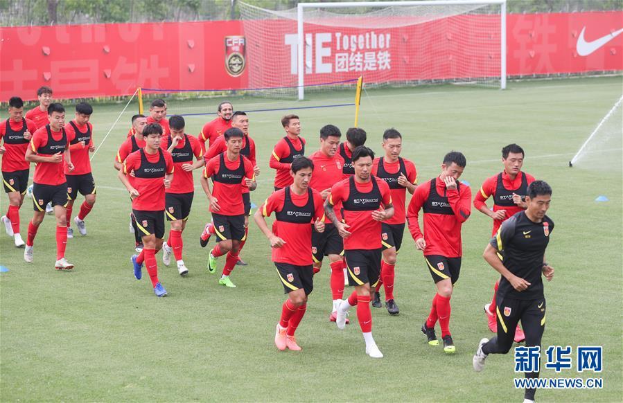 (體育)(1)足球——國家男足在滬集訓
