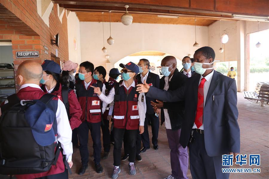 (国际)(3)中国抗疫专家组赴津巴布韦多地交流并捐赠医疗物资