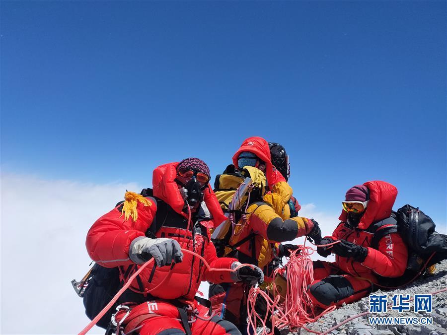 (2020珠峰高程測量)(1)修路隊打通至珠峰峰頂路線