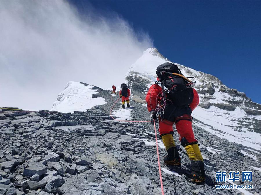 (2020珠峰高程測量)(2)修路隊打通至珠峰峰頂路線