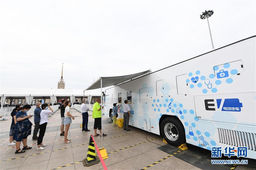(聚焦疫情防控·圖文互動)(2)北京市首次投放移動核酸採樣車